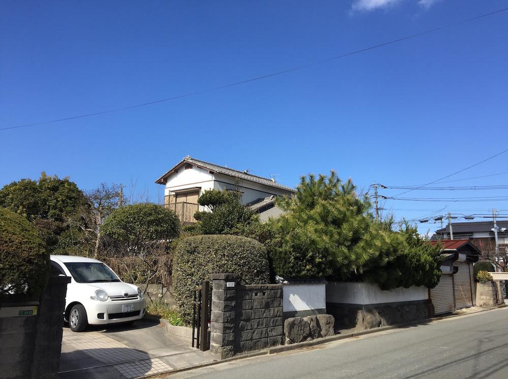 和庭と縁側のある家