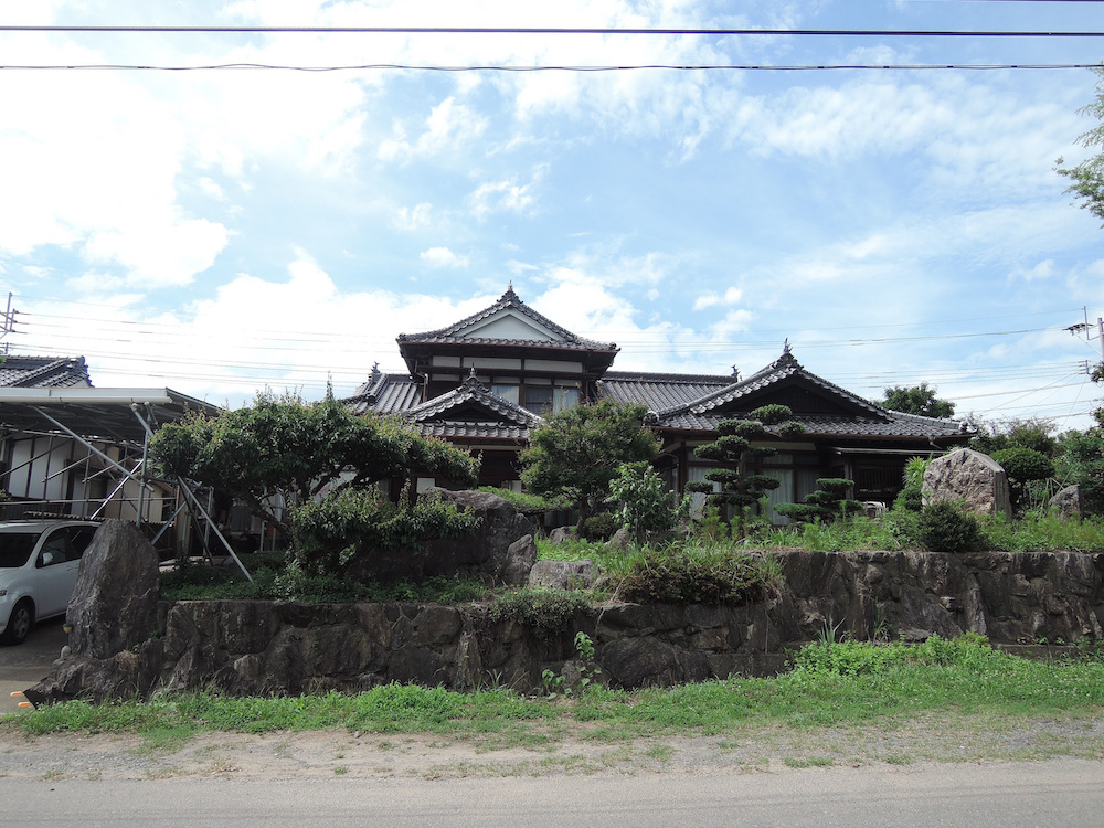 里山と調和した和の家